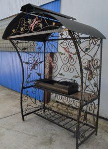 Кованый мангал – важнейший атрибут любого загородного дома