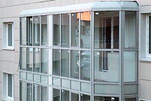 Остекление балкона и лоджии алюминиевым профилем: преимущества и недостатки