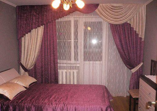 Выбираем шторы для спальни с балконной дверью